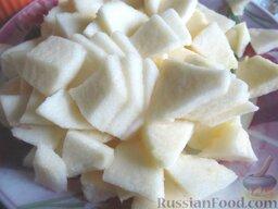 Пирожки с вишней и яблоками, на сливочном тесте: Яблоки режем небольшими тонкими слайсами.