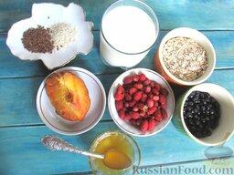 Молочная овсяная каша с ягодами: Подготовить ингредиенты для приготовления овсяной каши с ягодами.