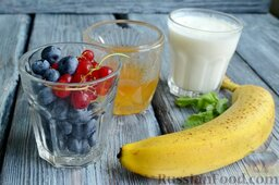 Диетическое парфе с голубикой и бананом: Подготовьте все ингредиенты для приготовления домашнего парфе с голубикой и бананом