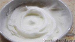 Семифредо (итальянское мороженое) с вишней и шоколадом: Затем взбить белок.