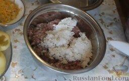 Болгарский перец, фаршированный мясом и рисом: Рис отварить в течение 7 минут до полуготовности и добавить к фаршу.