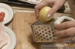 Камбала, запечённая с арахисом и беконом, в фольге: Натереть на мелкой терке цедру лимона.