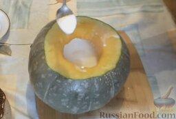 Молочная рисовая каша в тыкве: Немного посолить.