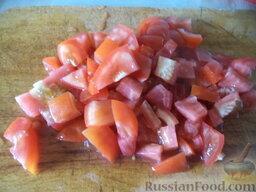 Соте из овощей (в мультиварке): Помидоры вымыть, нарезать кубиками.