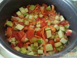 Соте из овощей (в мультиварке): Посолить, поперчить, добавить сахар (по желанию), любимые специи. Можно также добавить рубленый чеснок. Все перемешать.