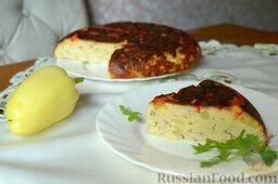 Творожная запеканка с куриным фаршем и перцем (в мультиварке): Подавайте творожную запеканку с курицей и перцем горячей.    Приятного аппетита!