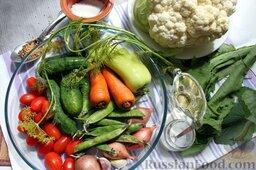Пикули из сезонных овощей: Заранее соберем набор продуктов для пикули и нужное количество специй, также заготовим соль, сахар, уксус.