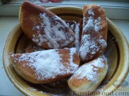 Жареные пирожки  с вишнями: Подавать пирожки теплыми, с сахарной  пудрой.  Приятного аппетита!