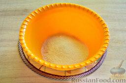Вишневый кекс с изюмом: Как приготовить вишневый кекс с изюмом:  В подходящую миску всыпаем все количество сахарного песка, указанного в списке ингредиентов.