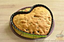 Вишневый кекс с изюмом: Духовку включаем заранее. Разогреваем до 180 градусов. Кекс с вишней и изюмом выпекаем в духовке 30 минут. Готовность проверяем деревянной шпажкой.