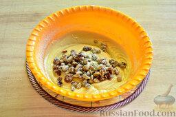 Вишневый кекс с изюмом: Добавляем в тесто обсушенный изюм. Его лучше обвалять в муке.