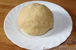 Пирог с черникой и творогом: Все быстро смешать и замесить тесто.