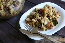 Салат с цветной капустой, орехами и грибами: Салат с цветной капустой, орехами и грибами готов.