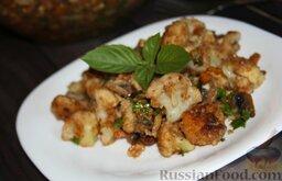 Салат с цветной капустой, орехами и грибами: Подаем салат из цветной капусты, украсив зеленью.   Приятного аппетита!