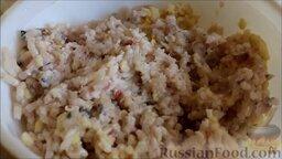 Котлеты из щуки: Как приготовить котлеты из щуки:    Рыбное филе, сало, картофель и чеснок перекрутить на мясорубке.