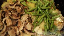 Рагу овощное с картошкой, фаршем и грибами: Теперь добавляю грибы и фасоль, накрываю крышкой и оставляю рагу овощное с картошкой, фаршем, грибами и фасолью на 10 минут на маленьком огне тушиться.