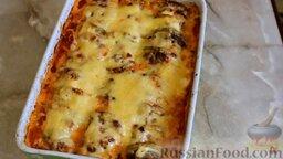 Кабачки, запеченные в духовке, с фаршем и рисом: Кабачки, запеченные в духовке с фаршем, рисом и помидорами, готовы.