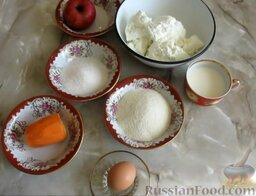 Творожная запеканка с яблоками и морковью: Подготовить ингредиенты для творожной запеканки с морковью и яблоками. Морковь почистить и помыть.
