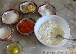 Творожная запеканка с яблоками и морковью: Как приготовить творожную запеканку с яблоками и морковью:    Творог протереть через металлическое сито. Морковь натереть на мелкой терке. Яблоко натереть на крупной терке.