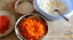 Дрожжевой пирог с творожно-тыквенной начинкой: Как приготовить дрожжевой пирог с творожно-тыквенной начинкой:    Отварить тыкву в течение 5 минут или запечь в духовке при температуре 180 градусов 5-10 минут. Затем тыкву слегка остудить.   Грейпфрут очистить от перегородок и пленок, нарезать кубиками.