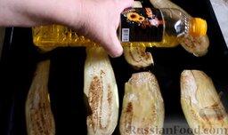 Котлеты из свинины с баклажанами, запеченные в духовке: Сверху полить баклажаны растительным маслом.
