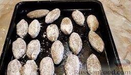 Котлеты из свинины с баклажанами, запеченные в духовке: Выложить котлеты из свинины с баклажанами на противень, на котором запекались баклажаны.