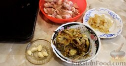 Котлеты из свинины с баклажанами, запеченные в духовке: Ингредиенты для котлет из свинины с баклажанами готовы.