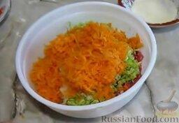 Мясные котлеты с кабачками: Мясной фарш соединить с измельченными овощами.