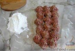 Мясные котлеты с кабачками: Сформировать заготовки для мясных котлет с кабачками.