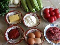 Запеканка из кабачков, с фаршем и помидорами: Чтобы приготовить запеканку из кабачков с фаршем и помидорами, подготовить все необходимые ингредиенты. Лук почистить. Помыть все овощи и зелень.