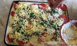 Запеканка из кабачков, с фаршем и помидорами: Затем по всей поверхности распределить сыр. Отправить противень в разогретую до 180 градусов духовку и выпекать запеканку из кабачков с фаршем и помидорами 40 минут.