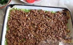 Запеканка из кабачков, с фаршем и помидорами: Следующий слой - фарш.