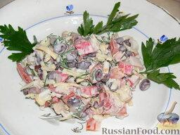 Салат с крабовыми палочками и фасолью: Подаем салат с фасолью и крабовыми палочками к столу.  Приятного аппетита!