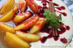 Десерт из персиков с ликером: По желанию добавляем палочку корицы, свежую мяту, веточку смородины.  Десерт из персиков с ликером готов.