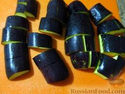Овощное карри: Баклажаны помойте и порежьте кусочками толщиной 5 см.