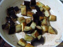 Овощное карри: На оливковом масле обжарьте баклажаны до золотистости, добавьте рубленый чеснок и тертый на терке имбирь, жарьте еще пару минут, пока они не отдадут свой аромат.