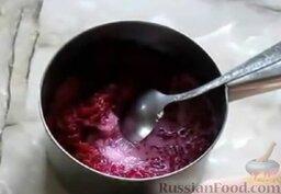 Свекольные котлеты: Как приготовить свекольные котлеты:  В емкость с вареной свеклой влить молоко и добавить сахар.