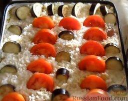 Запеканка рисовая с куриной грудкой и овощами: Помидоры тоже нарезать кружочками и выложить таким же образом, как и баклажаны.