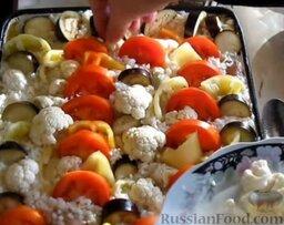Запеканка рисовая с куриной грудкой и овощами: Капусту разделить на соцветия, помыть и заполнить все свободные участки.