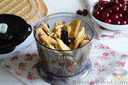Вишнёвый чизкейк (в мультиварке): Как приготовить вишнёвый чизкейк в мультиварке:    Магазинное печенье поломаем руками на небольшие кусочки, которые затем высыплем в чашу блендера.