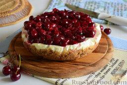 Вишнёвый чизкейк (в мультиварке): Немного остудим вишнёвую массу, а затем выложим на поверхность уже остывшего сырного пирога.