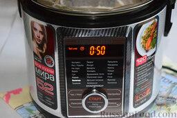 Вишнёвый чизкейк (в мультиварке): Наберём на программной панели нашей кухонной помощницы режим «выпечка». Чизкейк в мультиварке отлично испечётся за 50 минут.