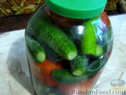 Малосольные помидоры и огурцы (горячий способ): Хранить малосольные огурцы и помидоры в холодильнике.  Готовьте с удовольствием!