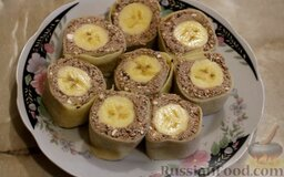 Рисовые блины без сахара, с творогом и бананом: Острым ножом нарезать порционными кусочками. Рисовые блины с творогом и бананами подавать с мёдом.  Готовьте с удовольствием!