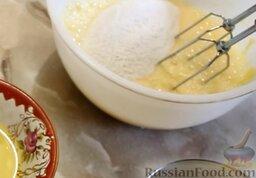 Рисовые блины без сахара, с творогом и бананом: Добавить 150 мл молока, рисовую муку и соль. Чтобы мука при взбивании не разлеталась, нужно сначала размешать ложкой, а затем взбить миксером.
