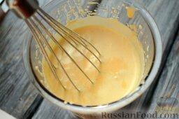 Парфе с персиком и медом: Взбейте вручную желток на паровой бане. Смешайте его со сливками и персиковым пюре.