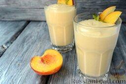 Парфе с персиком и медом: Украсьте фруктовое парфе персиком и мятой. Подавайте десерт холодным. Храните домашнее парфе в холодильнике не более суток.