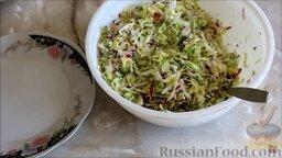Салат из ранней капусты с редисом: Добавить редис и перемешать. (Мять капусту не нужно, т. к. она молодая.)  Салат из молодой капусты с редисом готов.