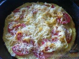 Пицца из кабачков, с помидорами и сыром: Потом достаньте пиццу с помидорами из духовки, посыпьте тертым сыром и отправьте в духовку еще на 5-7 минут.
