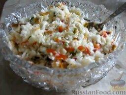 Малосольная капуста: Подавать быструю малосольную капусту, полив растительным маслом.   Готовьте с удовольствием!